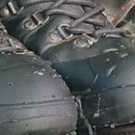 vann som preller av impregnerte sko